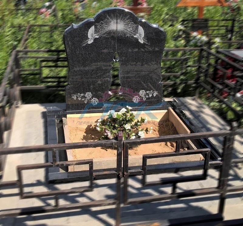 гравировка цветов на памятнике установленное надгробие