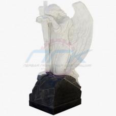 "Скульптура ""Ангел, облокотившийся на крест на граните"""