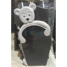 """Памятник """"Мишка обнимает стелу"""""""